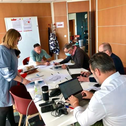 Brainstorming et échanges sur les projets en cours