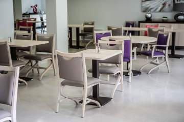 Une salle à manger aux douces couleurs