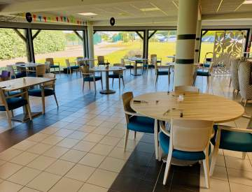 Salle à manger douce et moderne